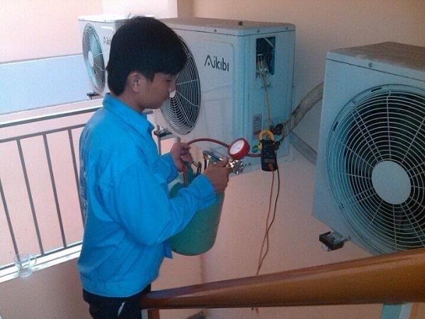 Thợ sửa chữa máy lạnh tại quận 1