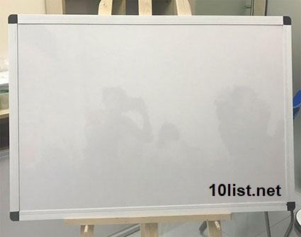 bảng mica trắng treo tường